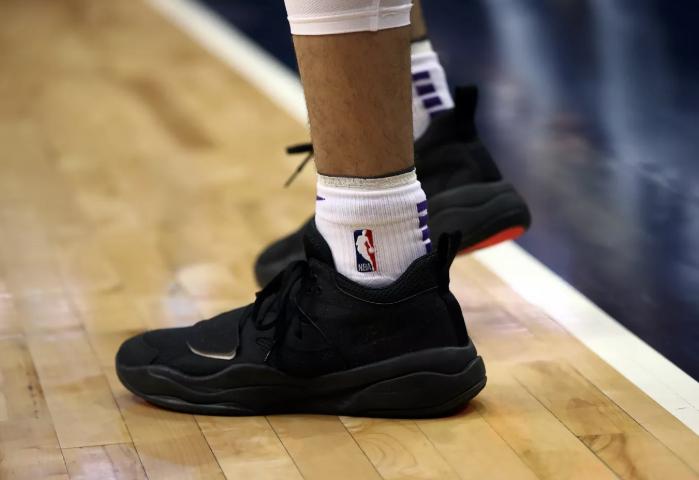 湖人与鲍尔就是否是自家品牌球鞋导致脚踝受伤做了沟通