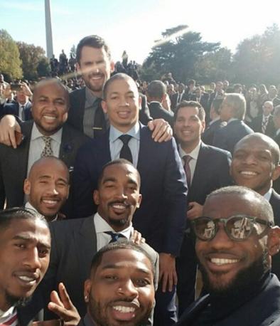乐福回顾2016年夺冠后白宫行合照:最棒的一张照片
