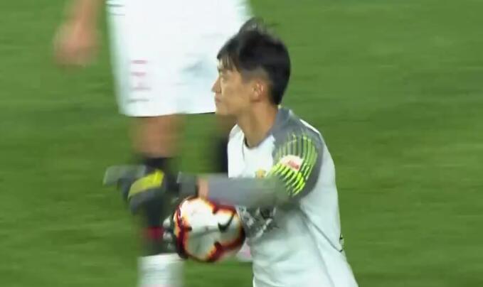 GIF:必进球不存在的!颜骏凌超神扑救避免失球