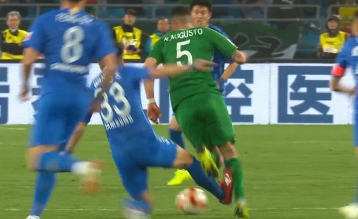 GIF:马日奇再出红牌!汪嵩铲倒奥古斯托被直接罚下