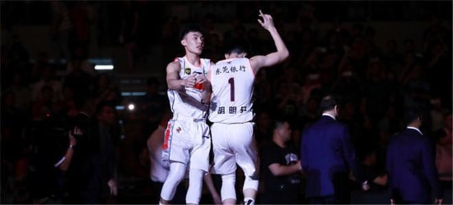 摧枯拉朽!首节结束广东队以45-23领先深圳队