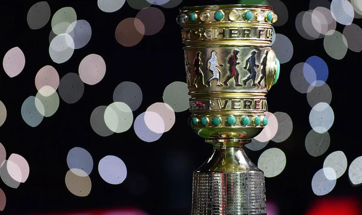拜仁曾在杯 8次遭遇不莱梅, 取得 7场胜利