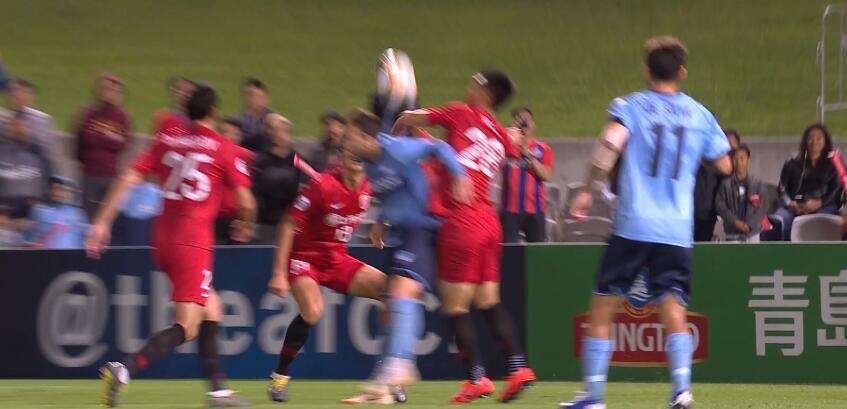 GIF:贺惯手球送点对手罚进,上港1-2悉尼
