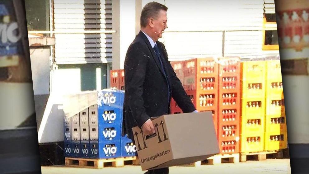 彻底再见!图片报:格林德尔清空办公室,自己一人搬箱子