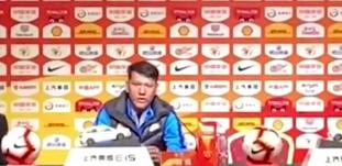 卓尔领队:球童迟迟不给我们球,李铁完全没有碰他