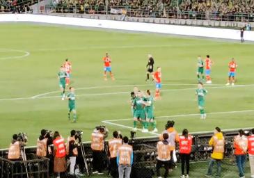 傲骨晒进球视频:为球队感到自豪!很高兴再为国安进球