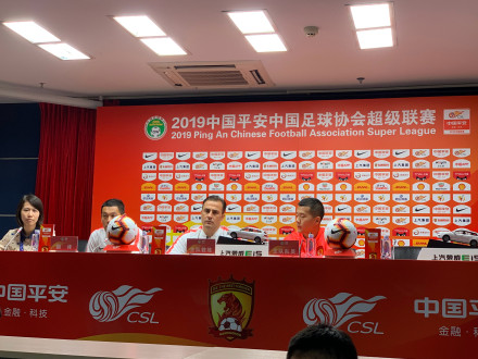 卡帅:明天只上一个外援,因在我看来布朗宁是中国球员