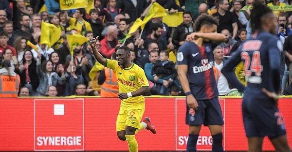 没人了,巴黎4场比赛都只有5替补,本赛季顶级联赛始次