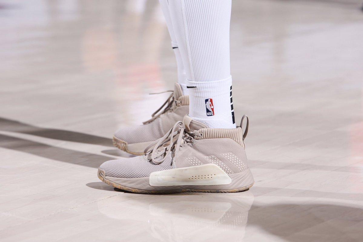 今日季后赛上脚球鞋一览:利拉德上脚Dame 5