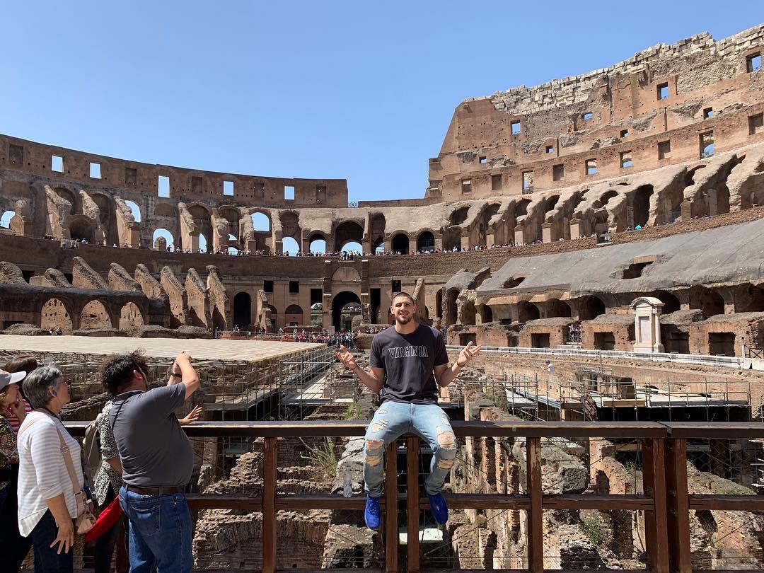 一波游客照来袭!亚历克斯-莱恩在罗马度假