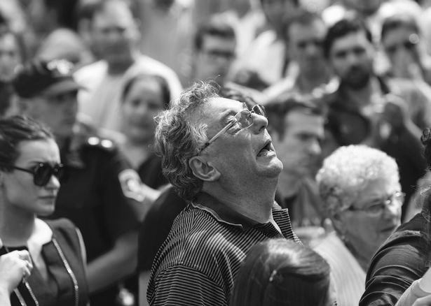 悲痛!萨拉父亲因心脏病抢救无效,在阿根廷不幸离世