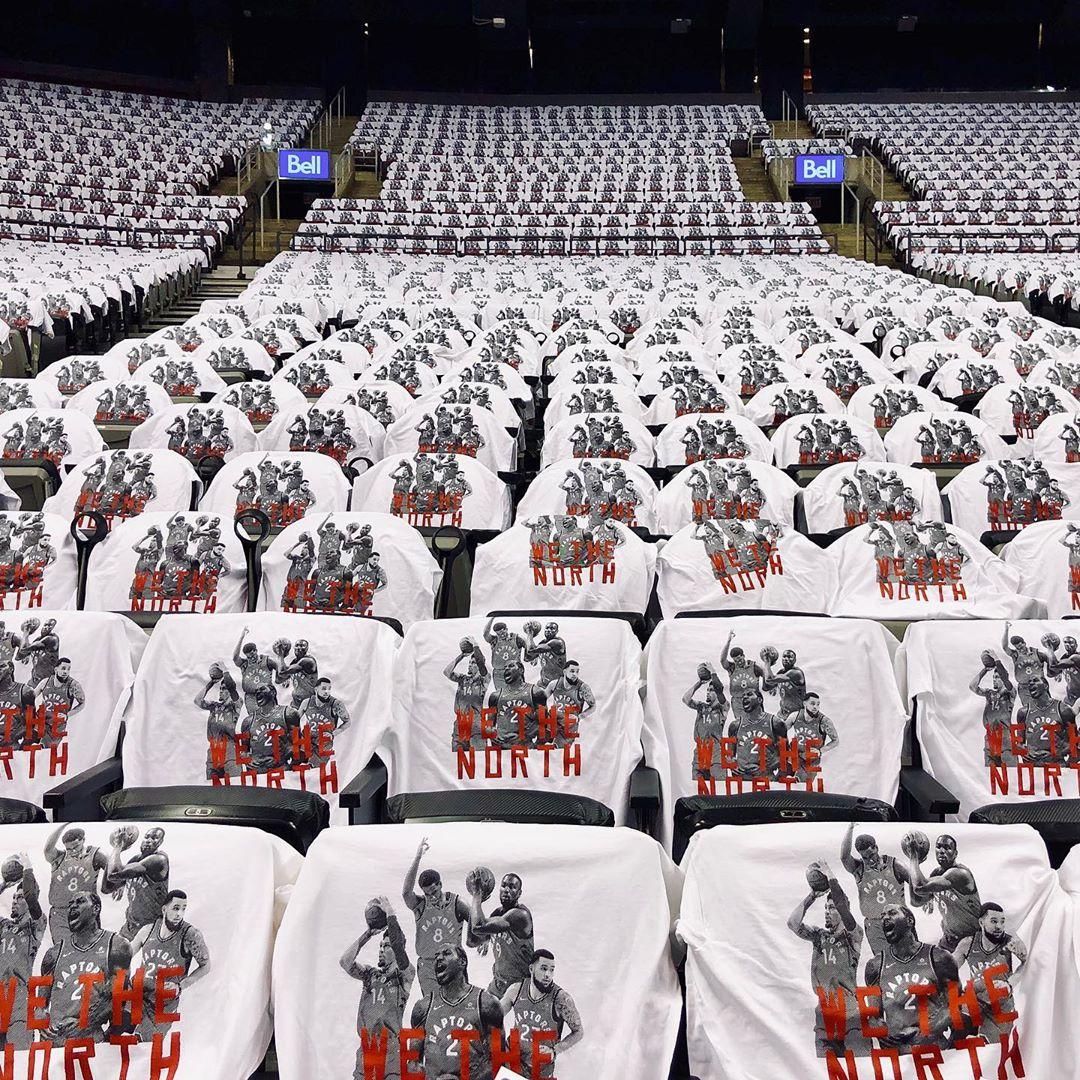 """准备就绪!猛龙主场铺满""""北境之王""""字样助威T恤"""