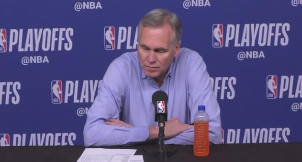 德帅:我们有4次三分被犯规裁判没吹,这就是12个罚球