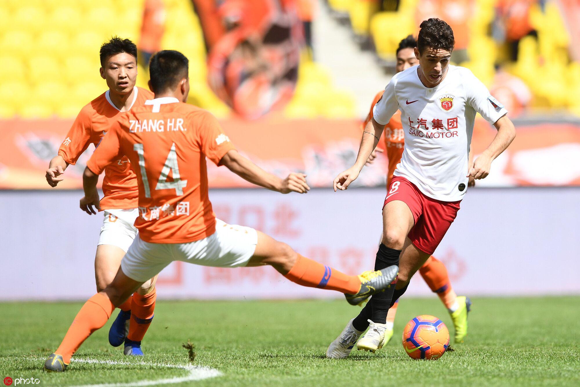 足协杯:奥斯卡任意球破门颜骏凌乌龙,卓尔1-3上港