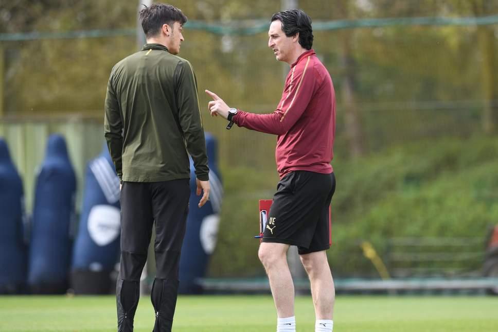 厄齐尔:埃梅里有点像克洛普在利物浦,希望他能越带越好