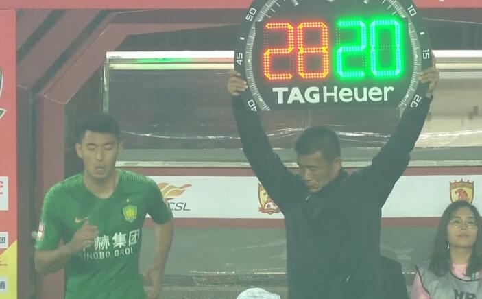 GIF:姜涛因伤离场,李可临时改踢右边卫