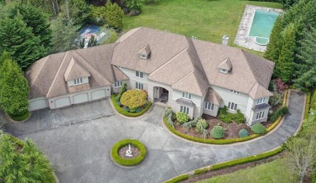 肖恩-坎普降价百万美元出售其在华盛顿枫树湾的豪宅