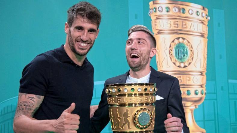 哈马和坎普尔为德国杯决赛拍摄宣传照片