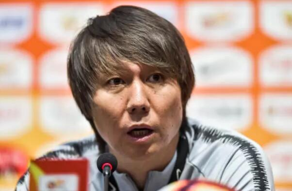 李铁:为队员表现自豪,刘毅头部缝了三十多针