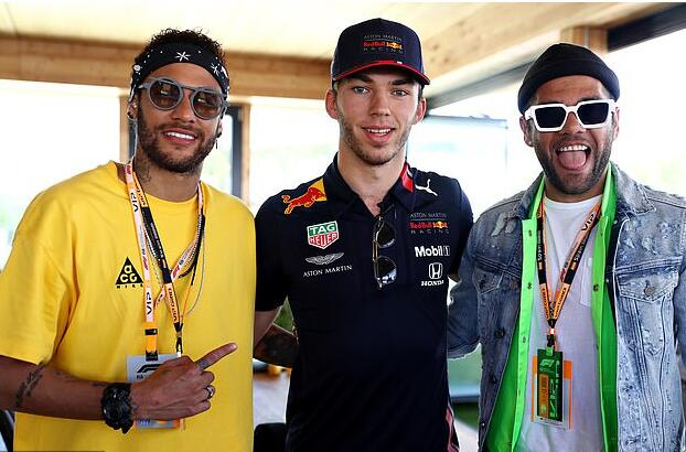 马不停蹄,内马尔与阿尔维斯前往巴塞罗那观看F1比赛