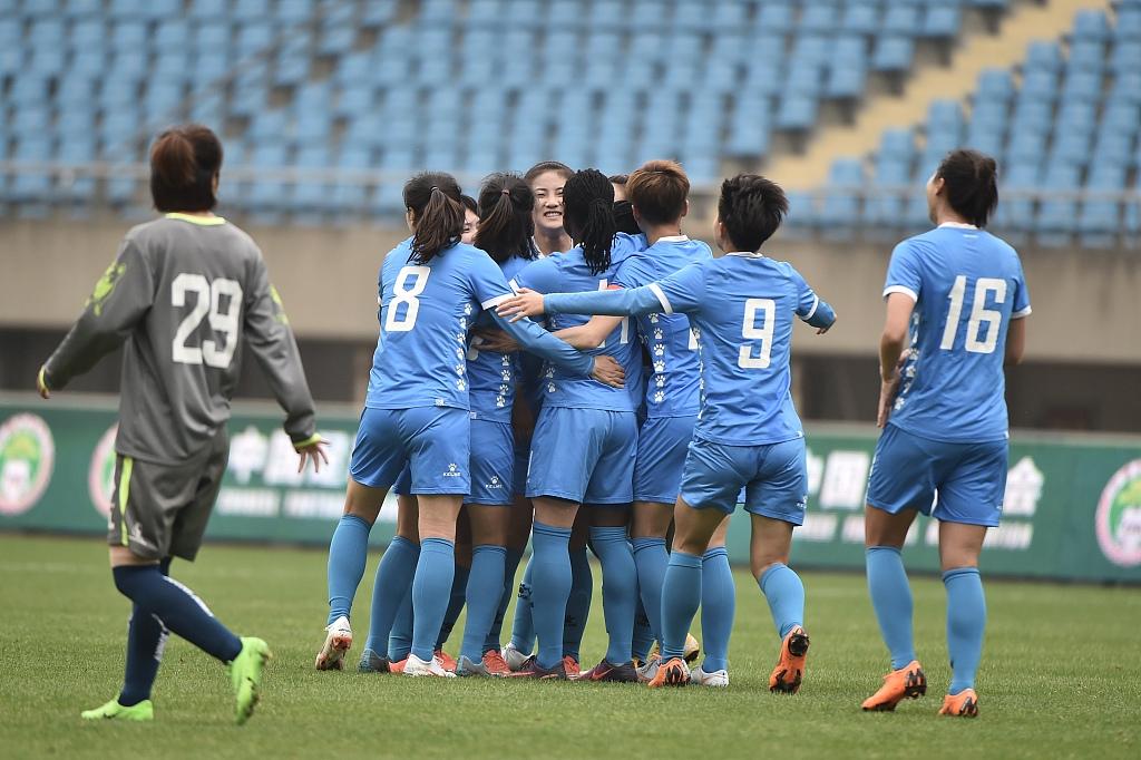 小将35米任意球破门,苏宁3-0大连卫冕女足锦标赛冠军