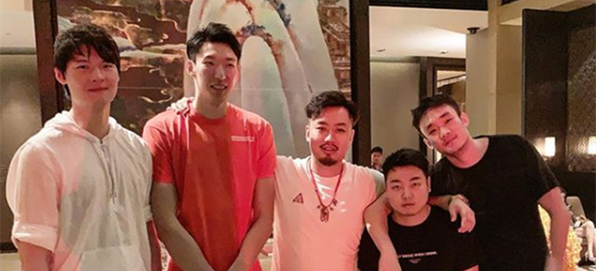 睢冉晒公司旗下球员合影,王哲林、周琦、小丁在列