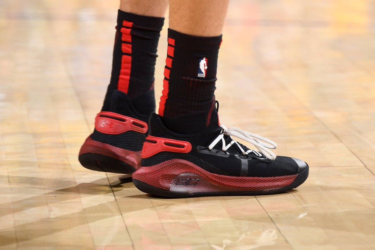今日季后赛上脚球鞋一览:塞思-库里上脚Curry 6
