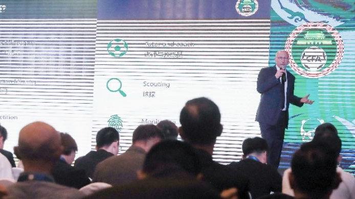 中国足协总监:望望默滕斯和卢卡库,选材标准不及单一