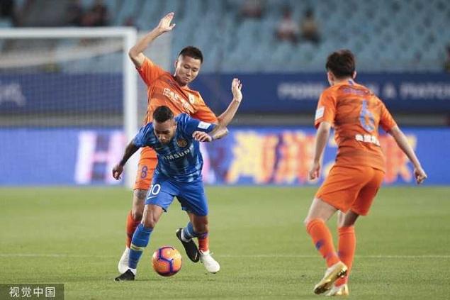 足协杯:佩莱替补破门制胜王大雷救险,苏宁0-1鲁能