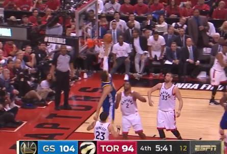 [视频]进攻流畅!格林突破助攻博古特左手空接点篮得手