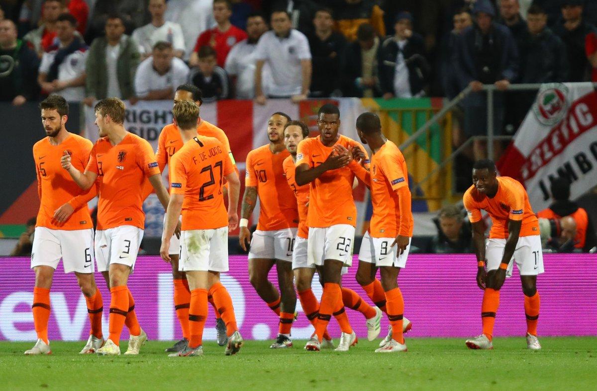 GIF:普罗梅斯补射打在沃克脚上破门, 荷兰取得领先