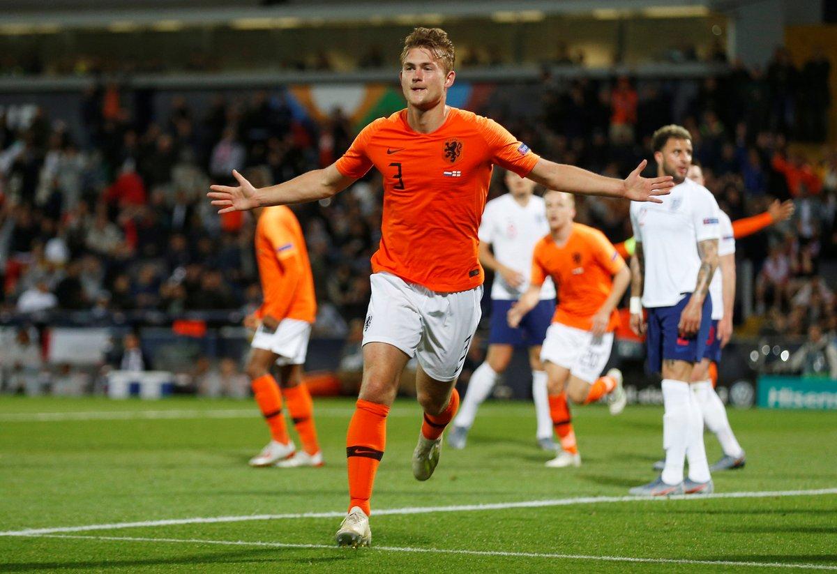 GIF:德利赫特头槌建功将功补过, 荷兰扳平比分