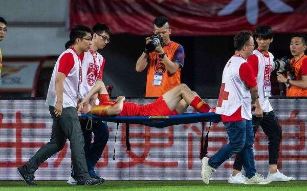 吉翔因伤提前退出国足,里皮表示:始终为他敞开大门