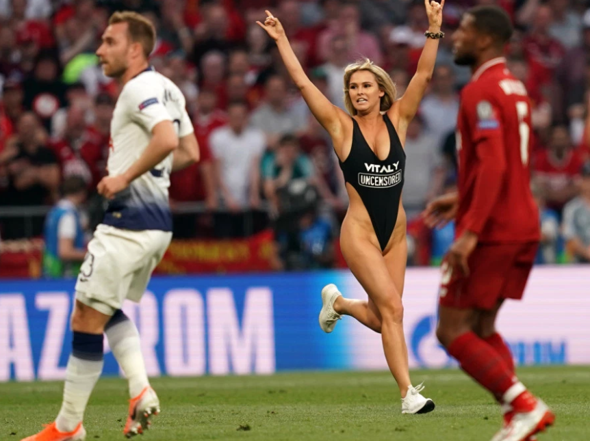 闯欧冠决赛现场的女球迷:有利物浦球员找我调情, 我没回