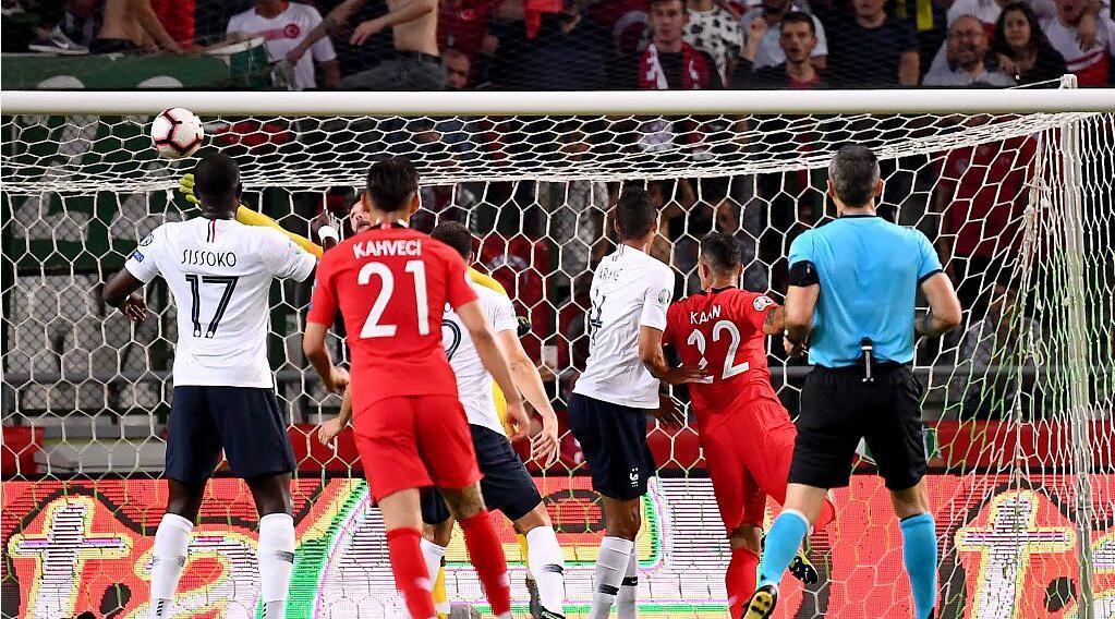 GIF:艾汗使用定位球机会头球破门,土耳其取得领先