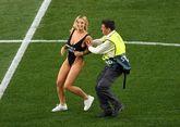 欧冠乱入球场女球迷:计划进行更多裸奔,那让我感到兴奋