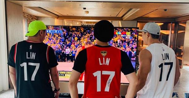 准时上线祝贺!周杰伦祝贺林书豪拿到NBA总冠军