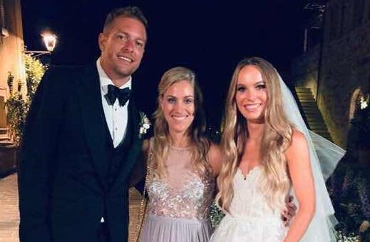 大卫-李与网球球星沃兹尼亚奇在意大利举行婚礼