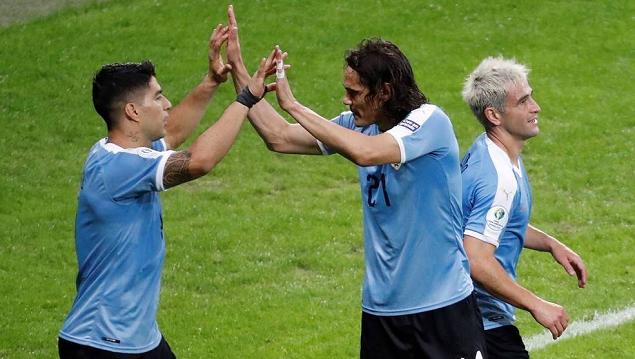 苏亚雷斯传射卡瓦尼倒钩破门,乌拉圭4-0十人。厄瓜众尔