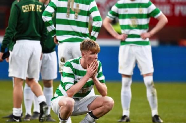 传拜仁挨近签下凯尔特人。16岁中后卫莫里森