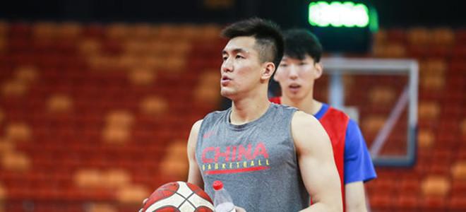 男篮首发:赵睿、阿不都、王哲林、方硕、翟晓川