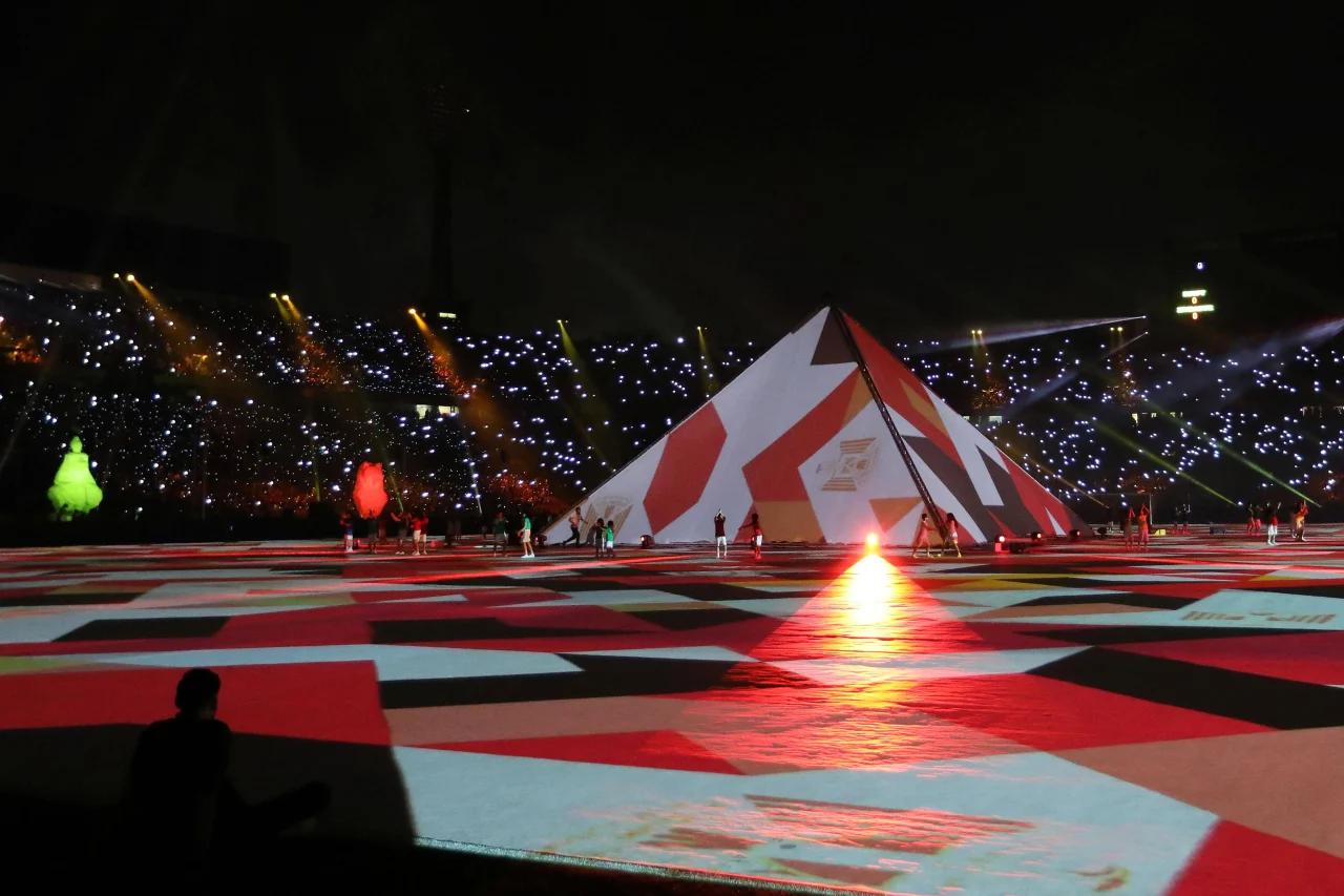 多图流:欢迎来到埃及!非洲杯开幕式出现金字塔形巨幕