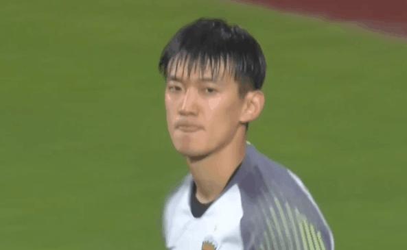 GIF:颜骏凌扑出李同国点球,上港点球大战暂时领先
