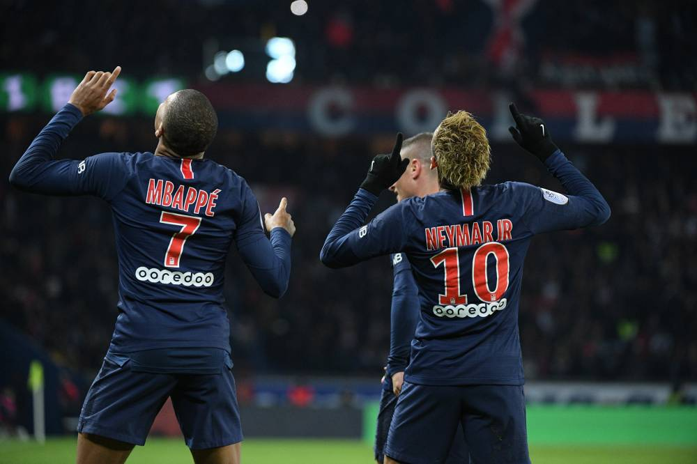法国足球最新一期头版:全方位对比内马尔与姆巴佩