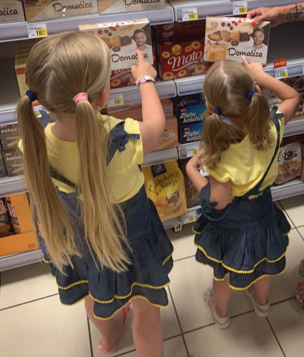 好吃吗?拉基蒂奇女儿在超市发现父亲代言的饼干