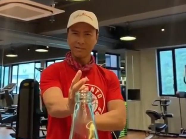 无影脚!猛龙官方转发甄子丹瓶盖挑战视频