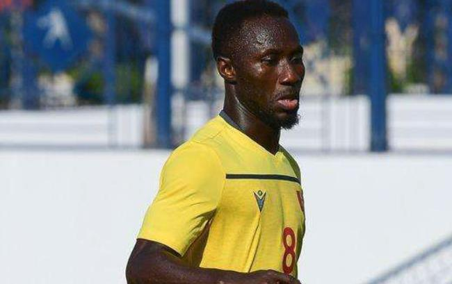 回声报:极端几内亚球迷袭击了纳比-凯塔家人的房子