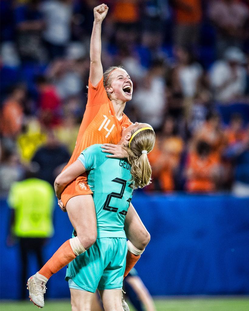 女队能否超越历史?45年前今天荷兰男队首进世界杯决赛