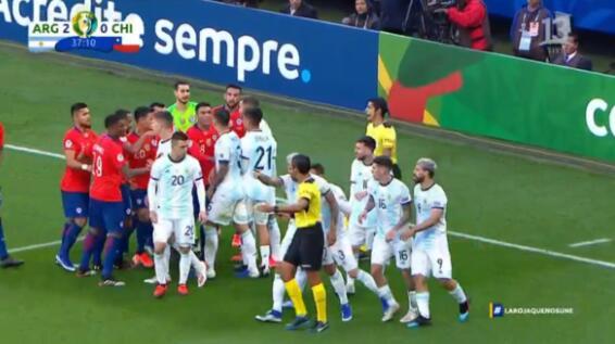梅德尔:我同意梅西的看法,我和他各拿一张黄牌就完事了