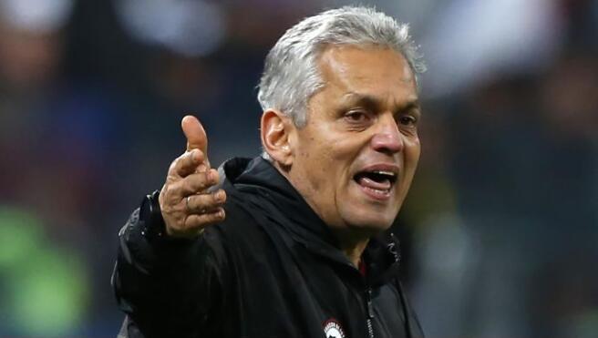 智利主帅谈红牌:只是一次争执,双方各拿一张黄牌足够了